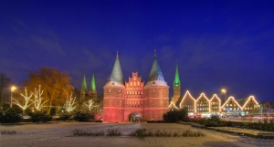 Holstentor zu Lübeck im Advent